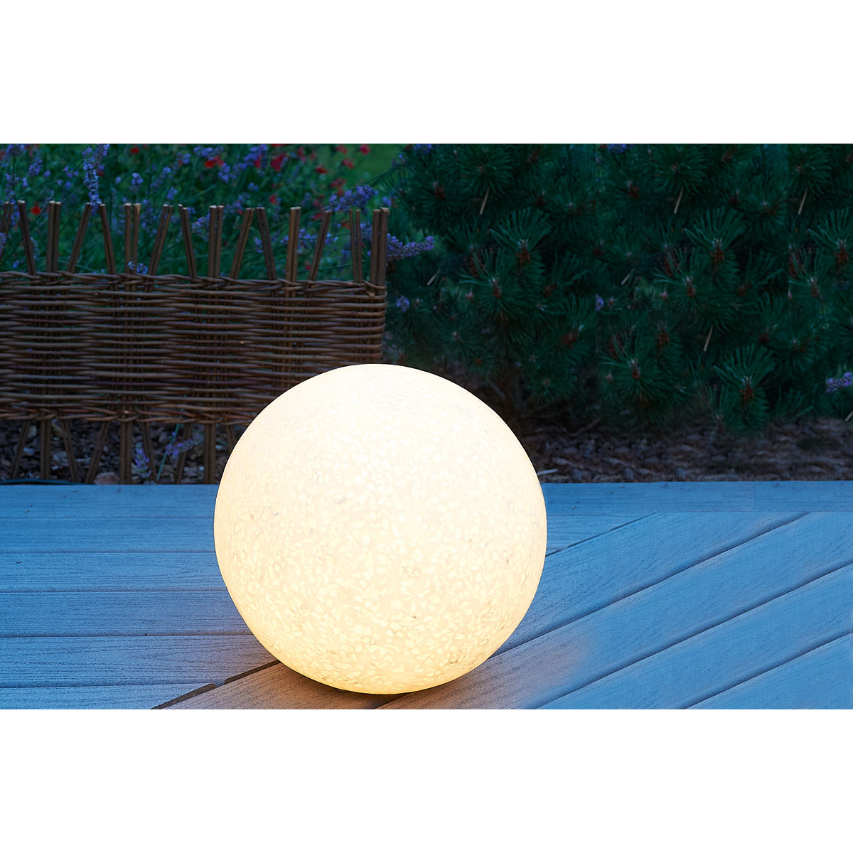 Boule lumineuse jardin : Toutes les astuces pour un joli jardin facilement